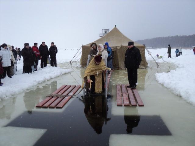 впервые на форте ИНО освящение проруби с обрядом омовения в Финском заливе