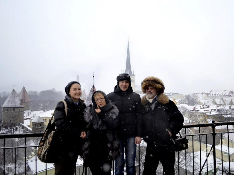 Юрий Лабецкий с женой Татьяной Тушиной и детьми Ариной и Даниилом в Таллинне